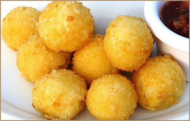 Картофельные шарики сдвумя видами сыра, rаhnjatkmyst iаhbrb cldevz dblаvb cshа