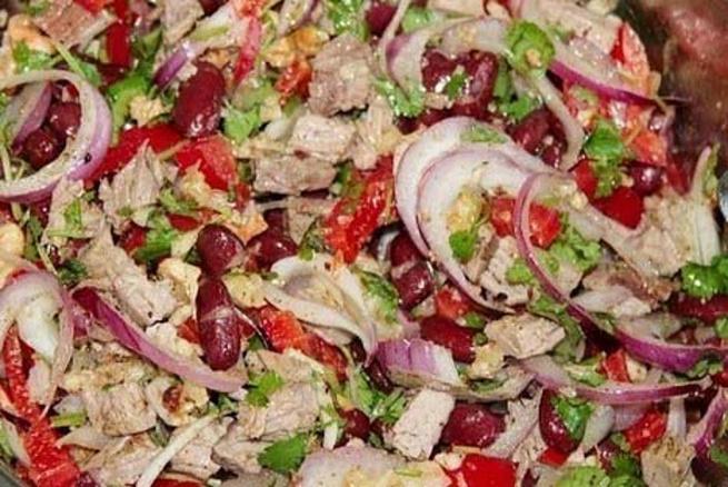 Салат «Тбилиси» скрасной фасолью иговядиной, cаkаn «n,bkbcb» crhаcyjq aаcjkm. bujdzlbyjq