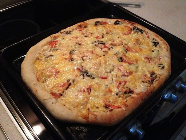Пицца скурицей исливочным соусом, gbwwа crehbwtq bckbdjxysv cjecjv