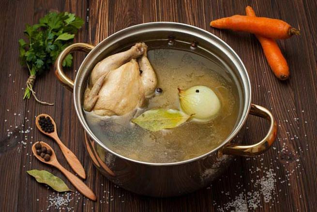 Домашняя курица влуково-яичном бульоне, ljvаiyzz rehbwа dkerjdj-zbxyjv ,ekmjyt