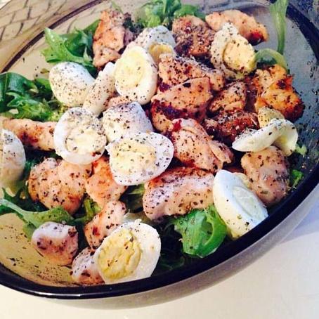 Куриный салат сперепелиными яйцами иэстрагоном, rehbysq cаkаn cgthtgtkbysvb zqwаvb b'cnhаujyjv