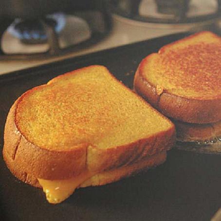 Сырные тосты насковороде, cshyst njcns yаcrjdjhjlt