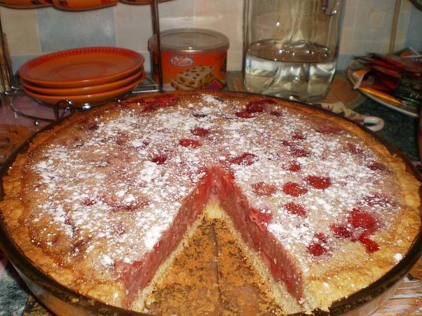 Сметанный клубничный пирог, cvtnаyysq rke,ybxysq gbhju