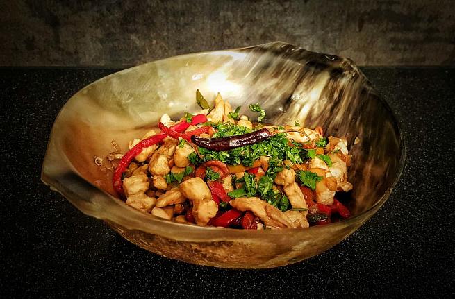 Тайский салат изкурицы скешью, nаqcrbq cаkаn bprehbws crtim.