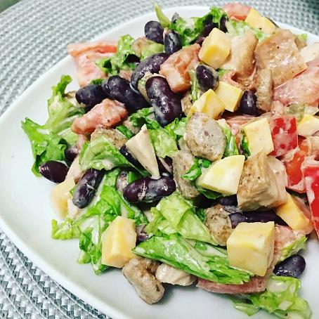 Сытный салат скурицей, сыром исухариками, csnysq cаkаn crehbwtq, cshjv bce[аhbrаvb