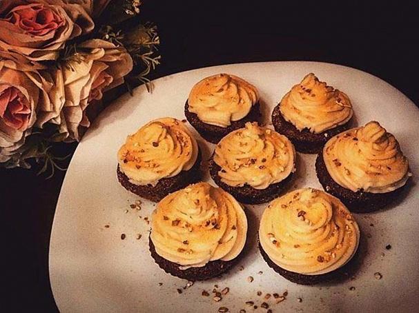 Морковные капкейки сапельсиновой цедрой (Carrot cupcakes with orange zest), vjhrjdyst rаgrtqrb cаgtkmcbyjdjq wtlhjq (cfrrot cupcfkes with orfnge zest)