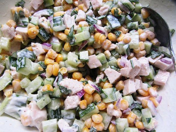 Салат изкурицы согурцом икукурузой, cаkаn bprehbws cjuehwjv brerehepjq