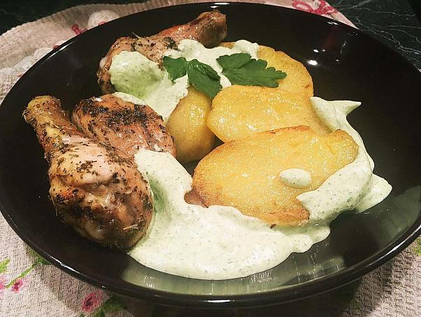 Курица ссоусом изйогурта, кунжутных семечек, лимона ичеснока, rehbwа ccjecjv bpqjuehnа, rey;enys[ ctvtxtr, kbvjyа bxtcyjrа