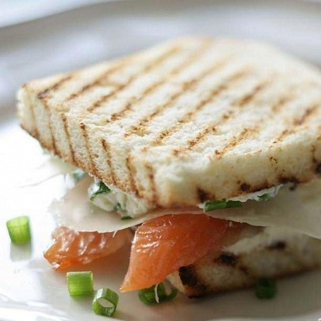 Бутерброды ссоленым лососем исыром Филадельфия, ,enth,hjls ccjktysv kjcjctv bcshjv abkаltkmabz