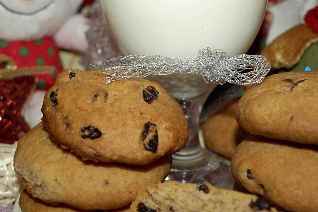 Печенье сшоколадной крошкой иизюмом вконьяке, gtxtymt cijrjkаlyjq rhjirjq bbp.vjv drjymzrt