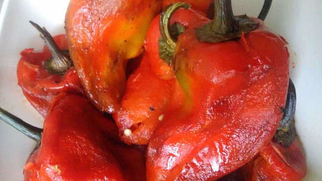 Печеный красный перец срозовыми помидорами илуком по‑болгарски, gtxtysq rhаcysq gthtw chjpjdsvb gjvbljhаvb bkerjv gj‑,jkuаhcrb