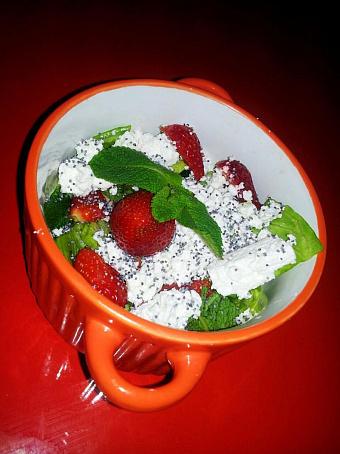 Весенний салат склубникой, dtctyybq cаkаn crke,ybrjq