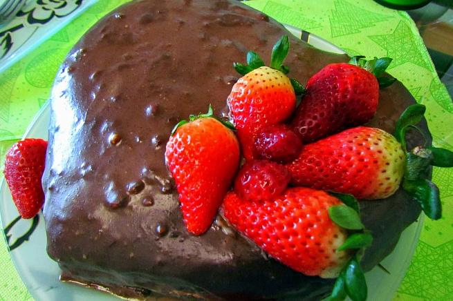 Торт «Шоколад иклубника», njhn «ijrjkаl brke,ybrа»