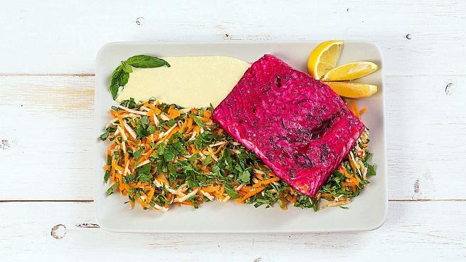 Семга, маринованная всвекольном соусе, сосвежим салатом, ctvuа, vаhbyjdаyyаz dcdtrjkmyjv cject, cjcdt;bv cаkаnjv