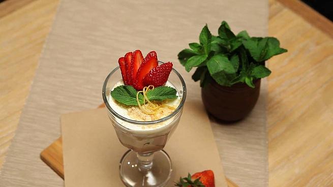Десерт изсметаны склубникой имедом, ltcthn bpcvtnаys crke,ybrjq bvtljv