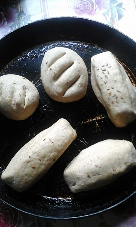 Деревенские ароматные ржаные-пшеничные булочки сизюмом, грецкими орехами, злаками, lthtdtycrbt аhjvаnyst h;аyst-gitybxyst ,ekjxrb cbp.vjv, uhtwrbvb jht[аvb, pkаrаvb