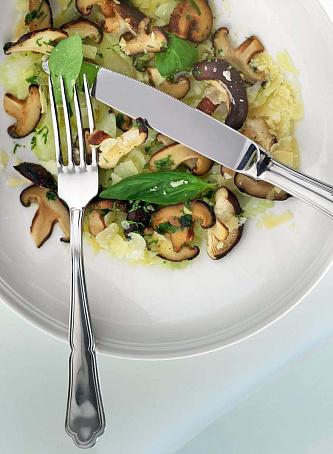 Салат изсельдерея, грибов исыра пекорино, cаkаn bpctkmlthtz, uhb,jd bcshа gtrjhbyj